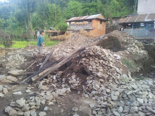 Trümmerhaufen vom durch Erdbeben zerstörten Haus