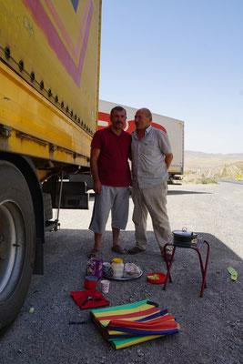 Mustafa (rechts) hat für mich Mittagessen gekocht...