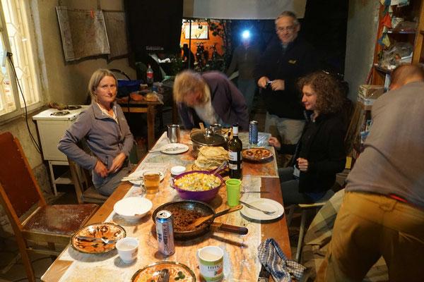 Gemeinsames Nachtessen im Guesthouse...