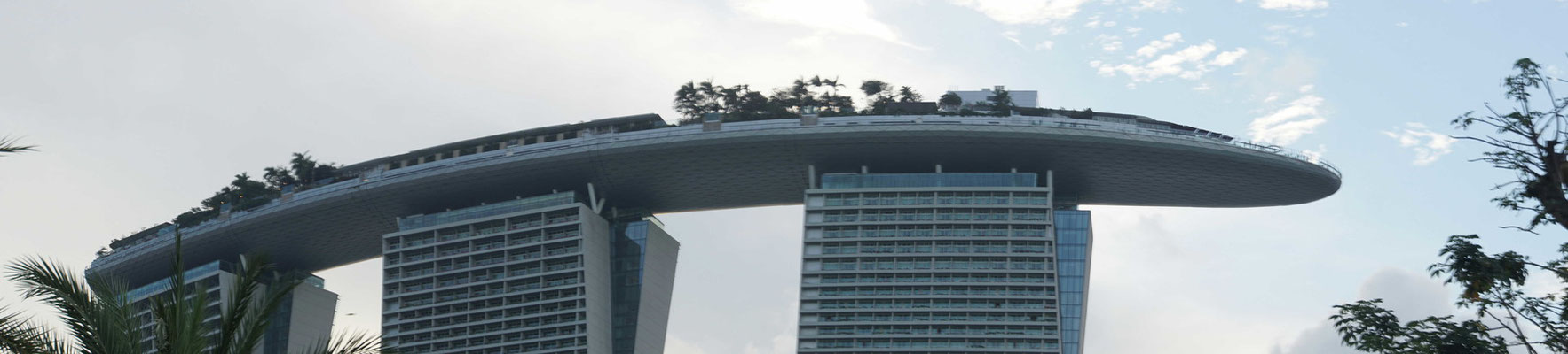 Einfach ein wunderbar eindrückliches Gebäude - auf dem Schiff (Dach) war ich bei meiner letzten Reise nach Singapur...