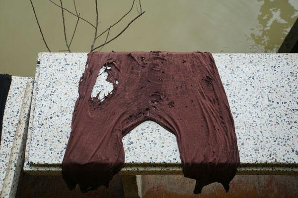 """""""Strassenbild"""" aus Amphawa: Hand auf's Herz: Würdet Ihr eine solche Unterhose noch waschen und wieder anziehen - immerhin hat sie viele Lüftungsschlitze - nicht dumm, bei der Hitze hier..."""