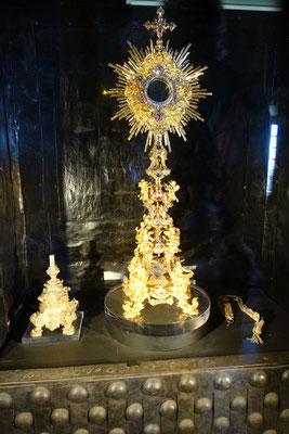 """trotz Foto-Verbot im """"Tresor"""" der Kathedrale, konnte der Autor dieses Bildes nicht widerstehen; ja auch in dieser Kirche ist Reichtum vorhanden."""