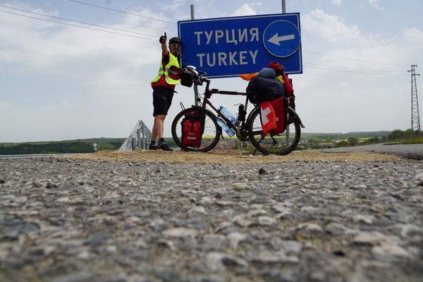 Genau - hier geht es zur Grenze zur Türkei!!! Jupidu!!!