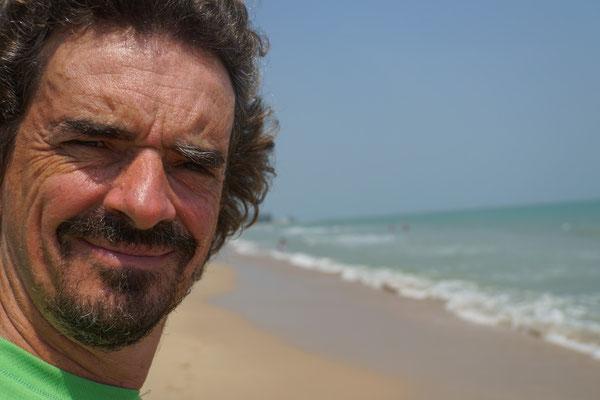 Am Strand von Cha Am - die Sonne blendet, das Meer rauscht, die Strandrestaurants locken, das Leben als Tourist...