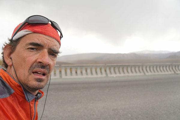 Aufstieg zum zweiten Pass - 12% Steigung - während 12 Kilometer Distanz..