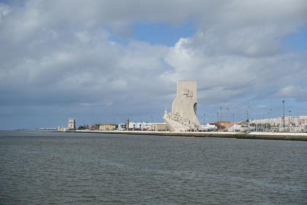 Padrao dos Descombrimentos und Torre de Belém vom Wasser aus gesehen