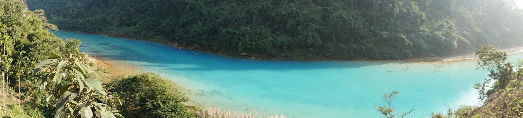 Eine blaue Lagune - auch das findet sich im Staub und Dreck, der uns sonst auf weiten Strecken begleitet... FREUDE...!