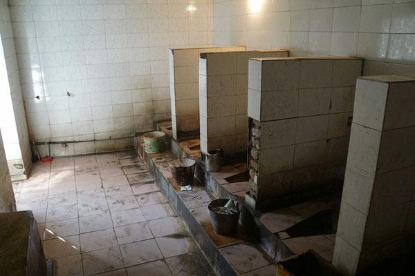 Öffentliche Toiletten im Basar von Osh...