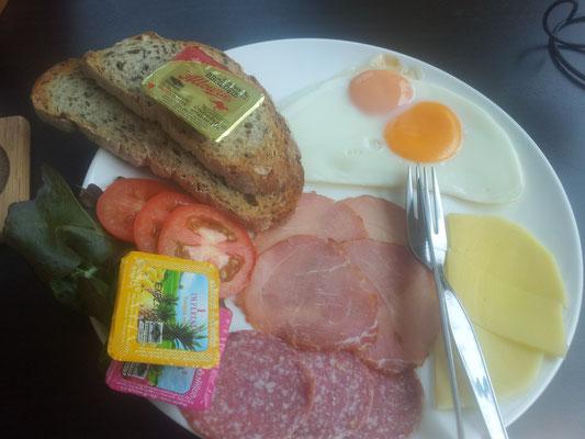 """Wenn das kein Grund ist, aufzustehen... """"Teuer"""" - aber lecker Brot und Fleisch zum Frühstück..."""
