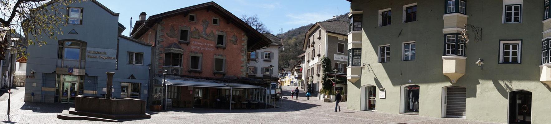 Klausen - ein Städtchen vor Brixen - recht hübsch mit Dorfplatz...
