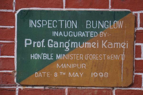 In Indien sind Minister wohl ausschliesslich mit der Einweihung irgendwelcher Häuser beschäftigt oder pflanzen Bäume - so scheint es jedenfalls - überall gibt es diese Tafeln...