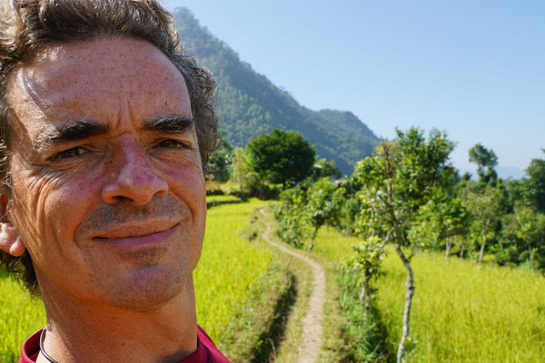 Kirtap spaziert in den Reisfeldern...