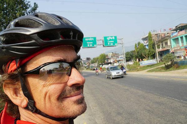 Wegweiser nach Lumbini - es gibt nur eine Strasse...