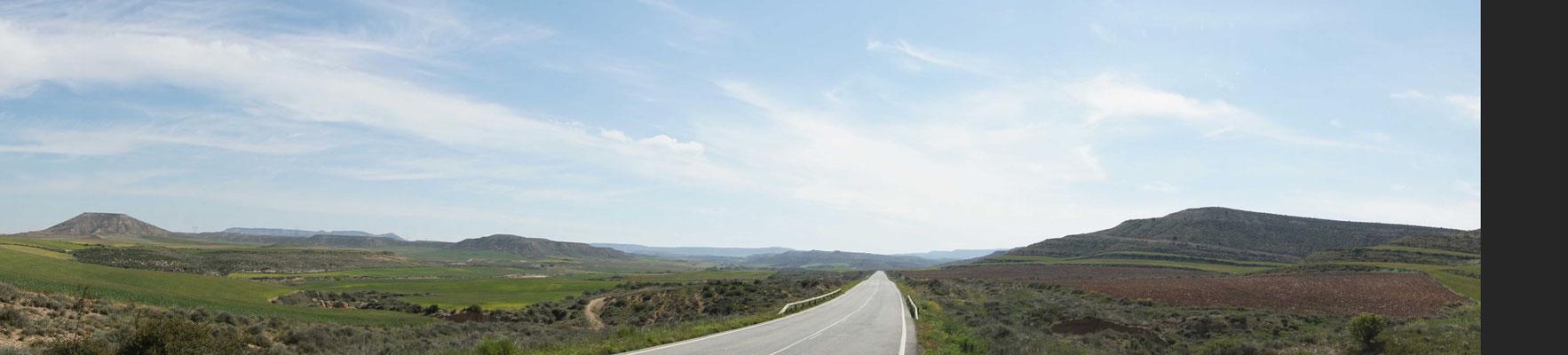 Die Strasse führt ins Nichts - und aus dem Nichts bläst der GEGENWIND...