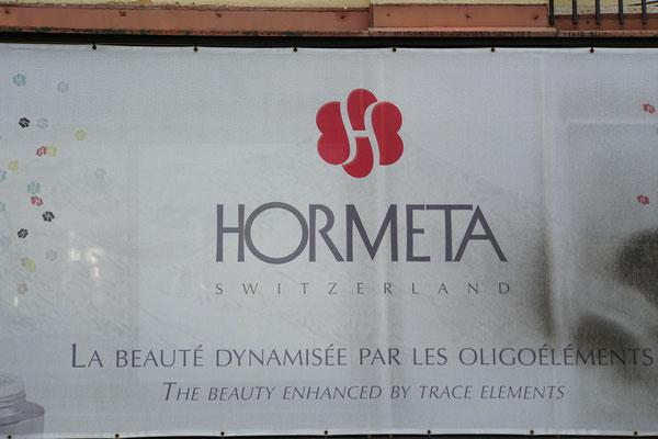 Ha - diese Marke aus Switzerland habe ich in Switzerland noch nie gesehen - wobei ich bin ja von Natur aus schön und brauche halt keine Kosmetika...