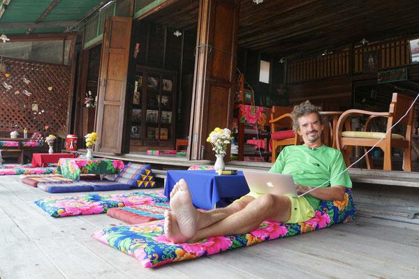 Kirtap blogt - wenn das kein toller Arbeitsplatz ist - wer hat den schöneren Arbeitsplatz daheim...?