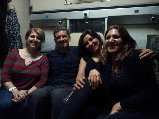 Mit den vier Damen habe ich ein schöne, interessante und auch lustige Zeit verbracht auf der Fahrt nach Mashad...