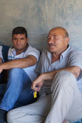 Mustafa (rechts)...