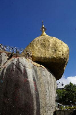 Besuch beim Golden Rock - ein wichtiges Heiligtum - ein wunderbarer Ort...