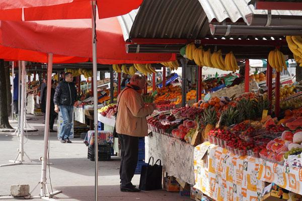 Markt in Ljubljana - zukünftig werde ich wohl auf solchen Märkten einkaufen und mir mein Essen auf meinen Benzinkocher basteln...