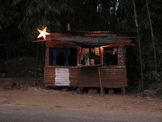 Das ist nicht der Stall von Bethlelem - das ist eine Teeküche auf dem Weg nach Shillong...