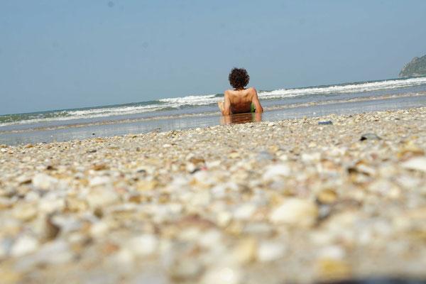 Strandleben 2... - man könnte meinen das Meer laufe aus - oder man sieht die Erdkrümmung -:))