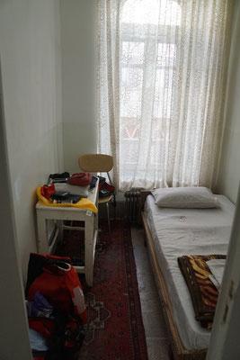 Mein Zimmerchen - so klein, dass Dusche und WC halt auf den Flur mussten...