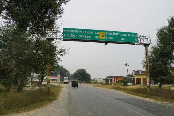 Unterwegs nach Varanasi - die Distanz wird imme kürzer - die Verkehrsdichte lässt auch fotographieren zu...