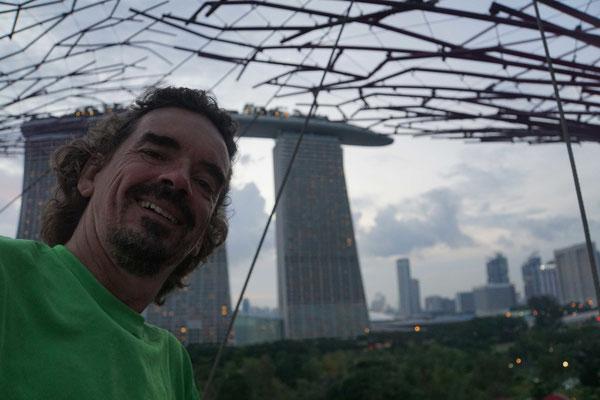 Vor den Marina Sands Towern...