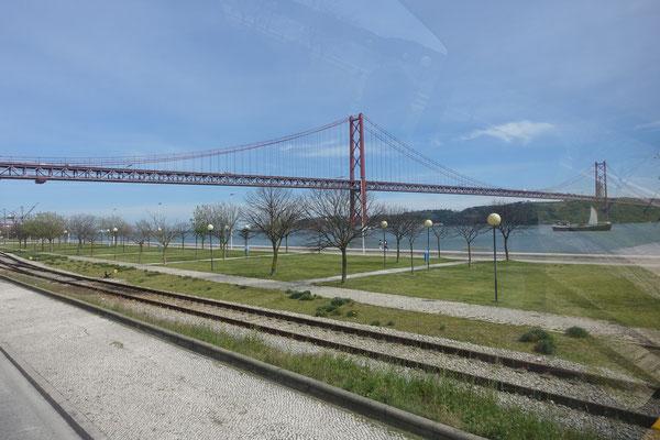 Hängebrücke, von demselben Ingenieur entworfen wie diejenige in San Francisco