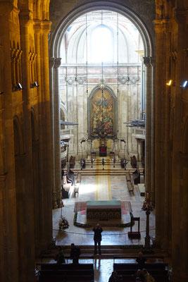 Blick auf den Altarraum der Kathedrale von der Empore
