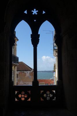 Blick vom Kreuzgang der Basilika auf den TEJO; es schien gerade die Sonne