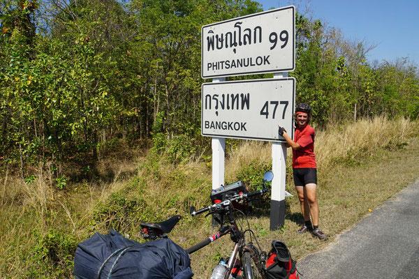 Kurz vor Bangkok - mit weissem Strumpfband...