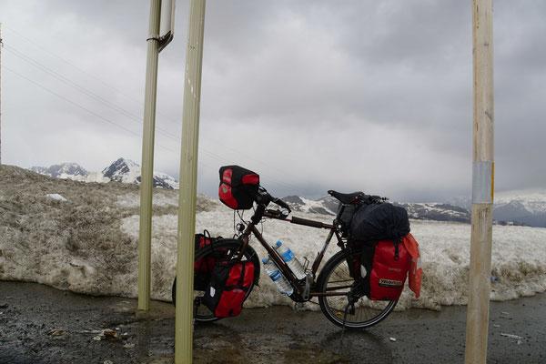 Passpartu auf dem Pass im Schnee...
