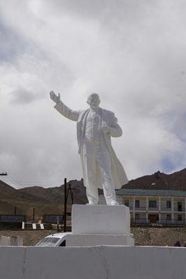 Lenin steht auf dem Sockel - Internet läuft aber nicht - Prioritäten werden nicht nach westlicher Logik gesetzt...