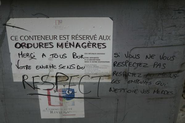Beinahe hätte ich gesagt: Deutsch und deutlich...!! Aufschrift auf Abfallcontainer entlang der Strecke nach Sospel...