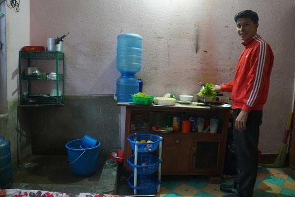 Am 11.11.2015 hat Surat noch einmal in sein Zimmer in Kathmandu eingeladen...
