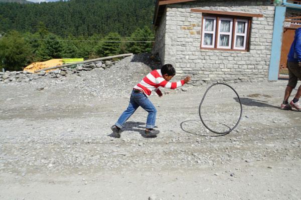 Er war mit seinem alten Reifen blitzschnell unterwegs...