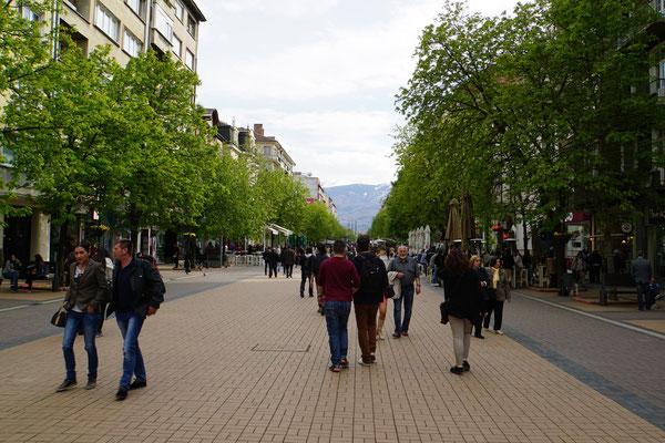 Sofias Einkaufsmeile - selbstverständlich verkehrsfrei - das schaffen wir Schweizer wohl einfach nie....