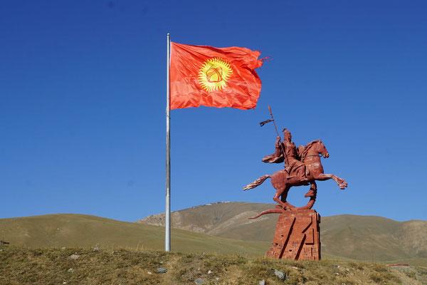 Auch in Kirgistan stehen GROSSE Denkmäler...