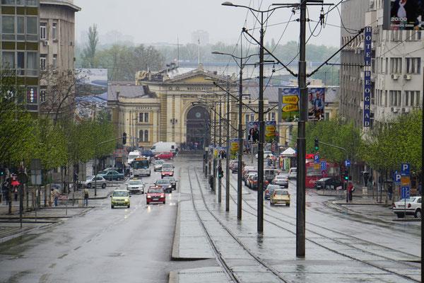 """Eine der """"Prachtstraßen"""" Belgrads mi Blick auf den Hauptbahnhof..."""