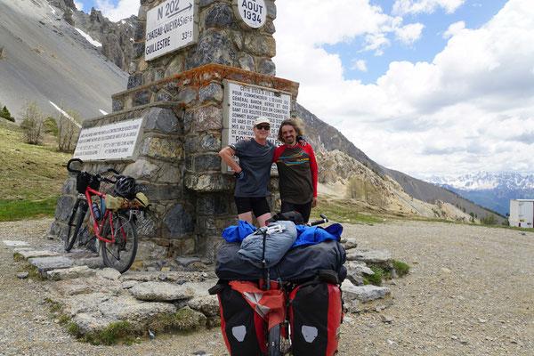 Jérôme und ich treffen uns 10 Monate nachdem wir uns in Tajikistan zum ersten Mal begegnet sind... - der Wind setzte meine Frisur auf STURM...