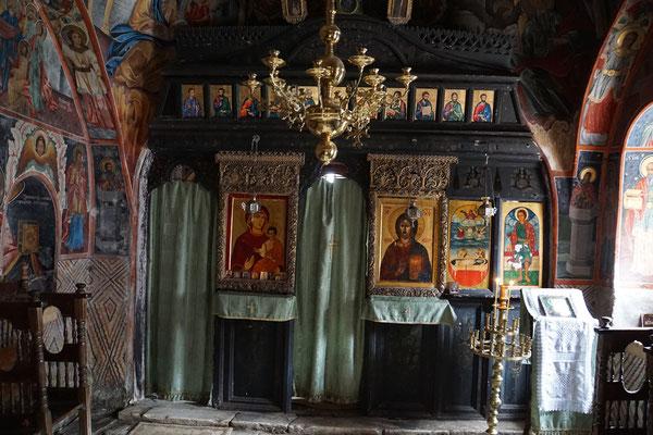 In der kleinen Kirche weit oberhalb des Klosters, wo das Kloster einen Ursprung hat...
