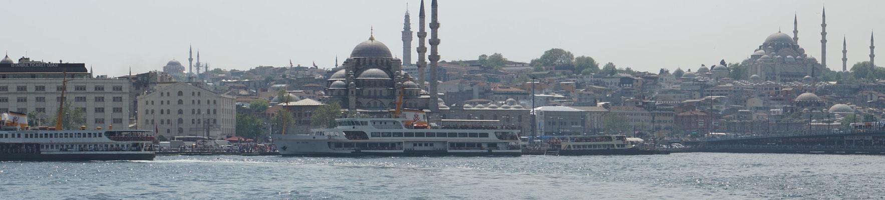 Karaköy, da wo die Schiffe für die Bosphorusrundfahrt an- und ablegen...