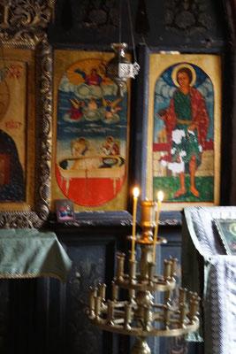 In der kleinen Kirche weit oberhalb des Klosters...