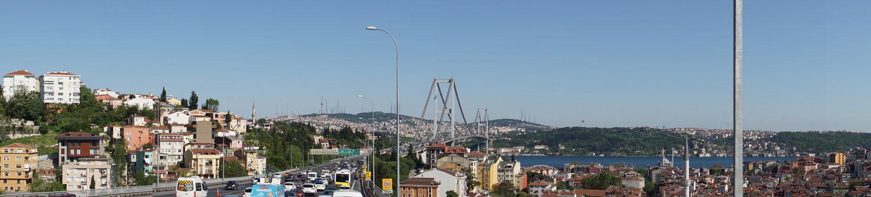 Panorama mit Brücke über den Bosphorus...
