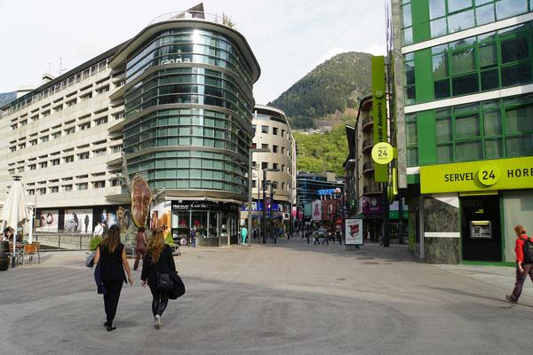 Einkaufsmeile in Andorra...