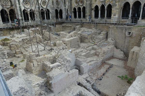 Grabungen im Innenhof der Kathedrale von Lissabon; reichen bis VIII BC zurück