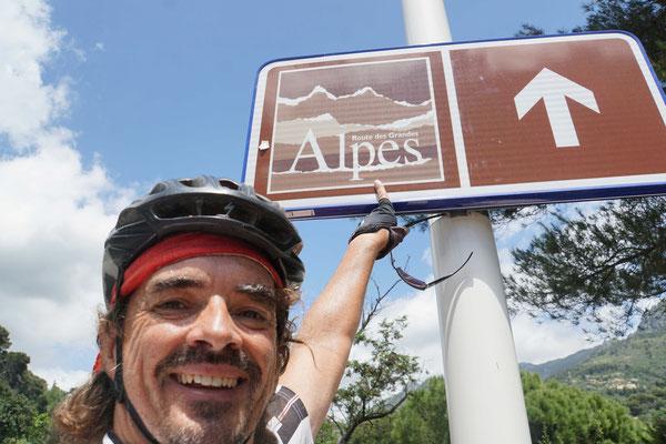 JA! Fortan werde ich bis an den Genfersee diesen braunen Tafeln folgen - auch wenn ich den Weg kenne...
