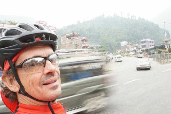Ja, da hinten geht's nach Lumbini - Indien...